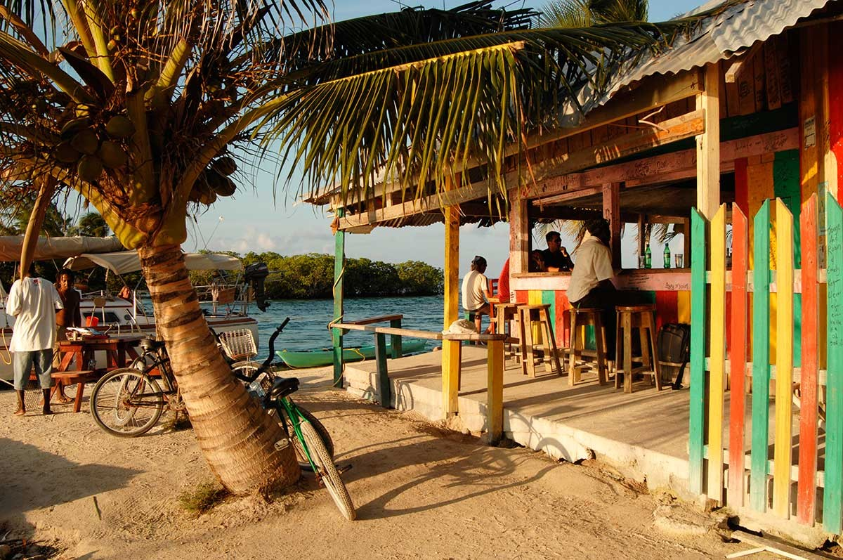 Belize Caye Caulker  placentero bar musical a orillas del caribe.