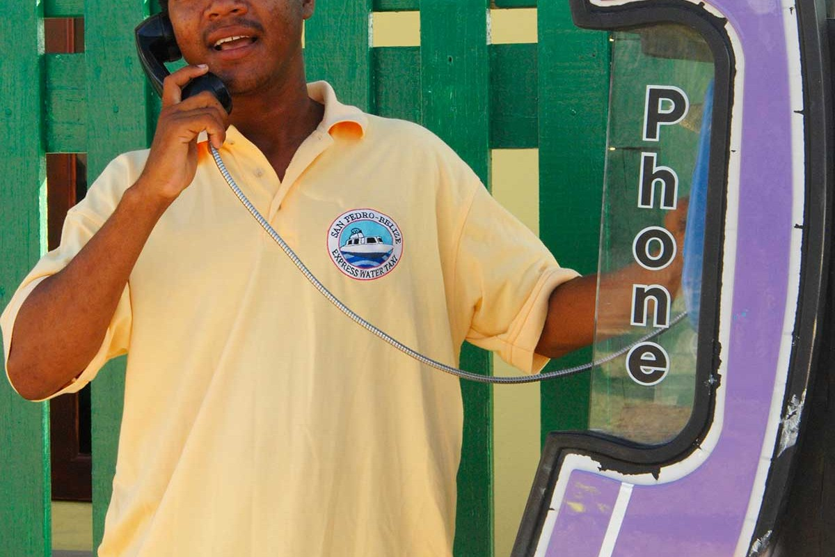 Belize San Pedro Ambergries island simpatica cabina telefonica