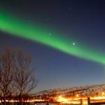 Aurora boreal sobre el cielo de Kirkenes, Noruega.