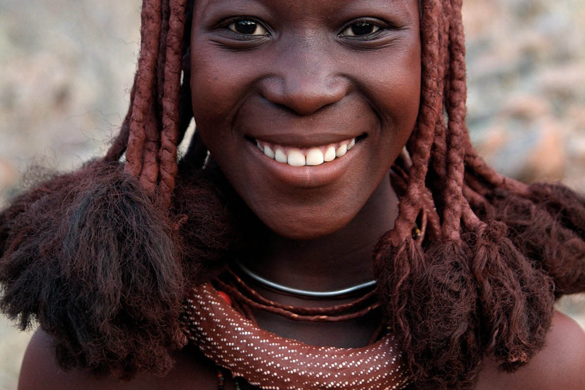 Namibia adolescente himba.