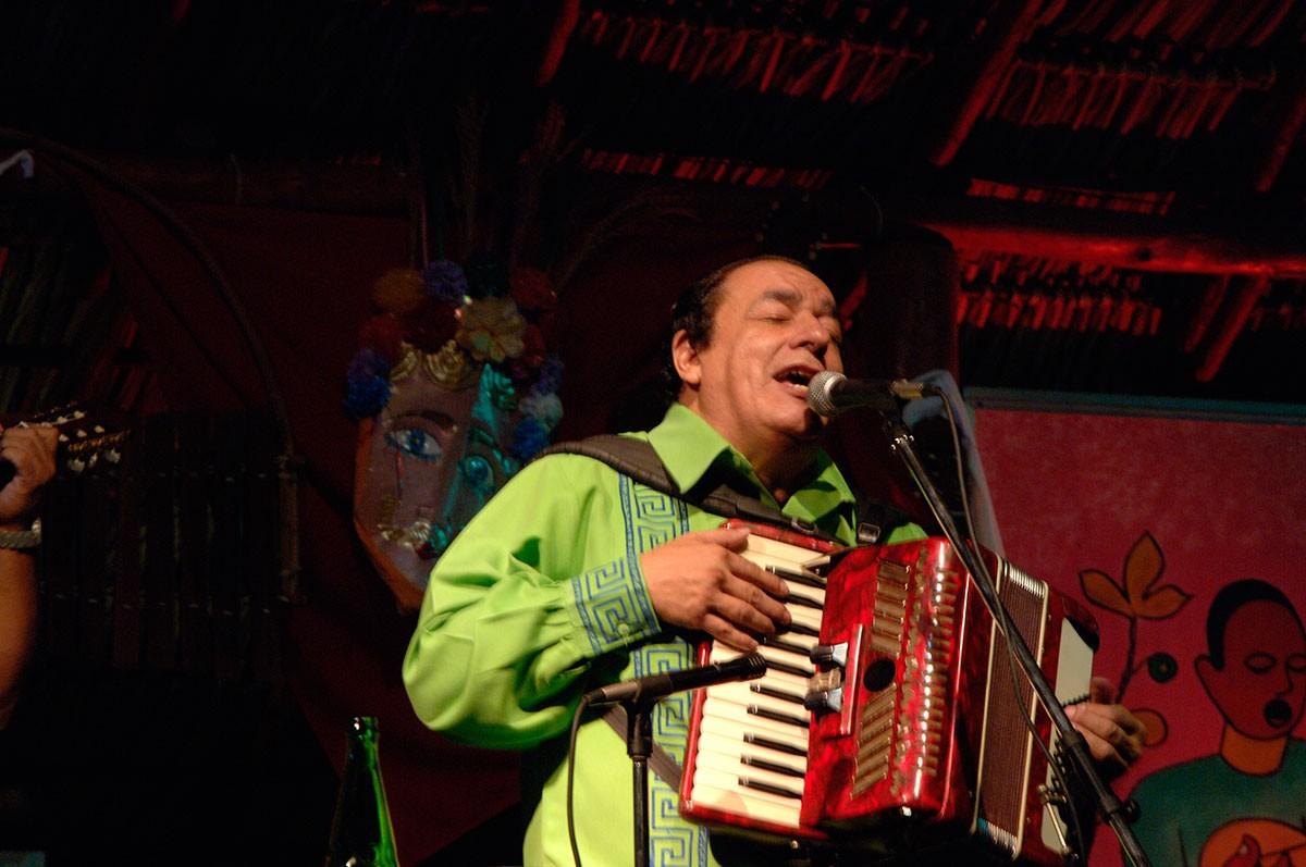 Casa Mejia Godoy escuchando buena musica