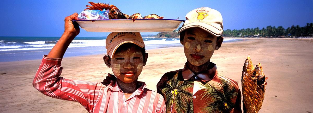 Chaungtha Beach  Myanmar Vendedores pescado