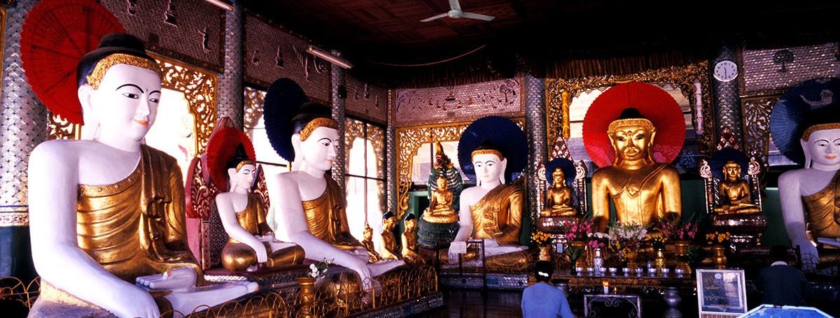 Yangon Shwedagon pagoda Budas