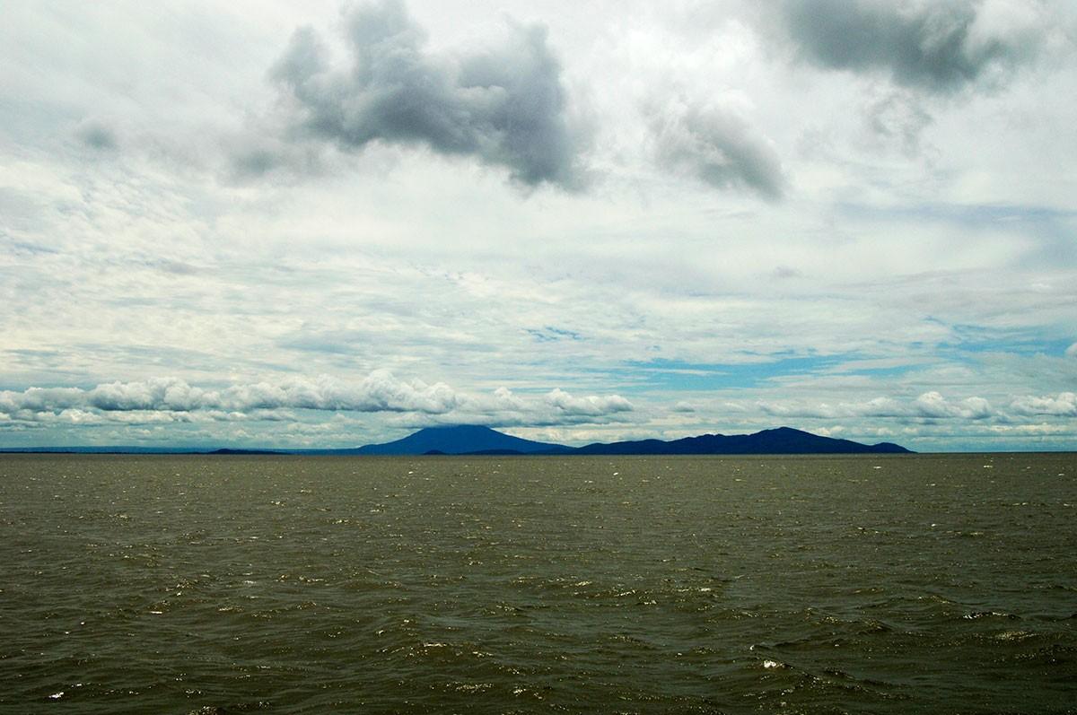 Ometepe island siluetas de los volcanes concepción y Madera Nicaragua.