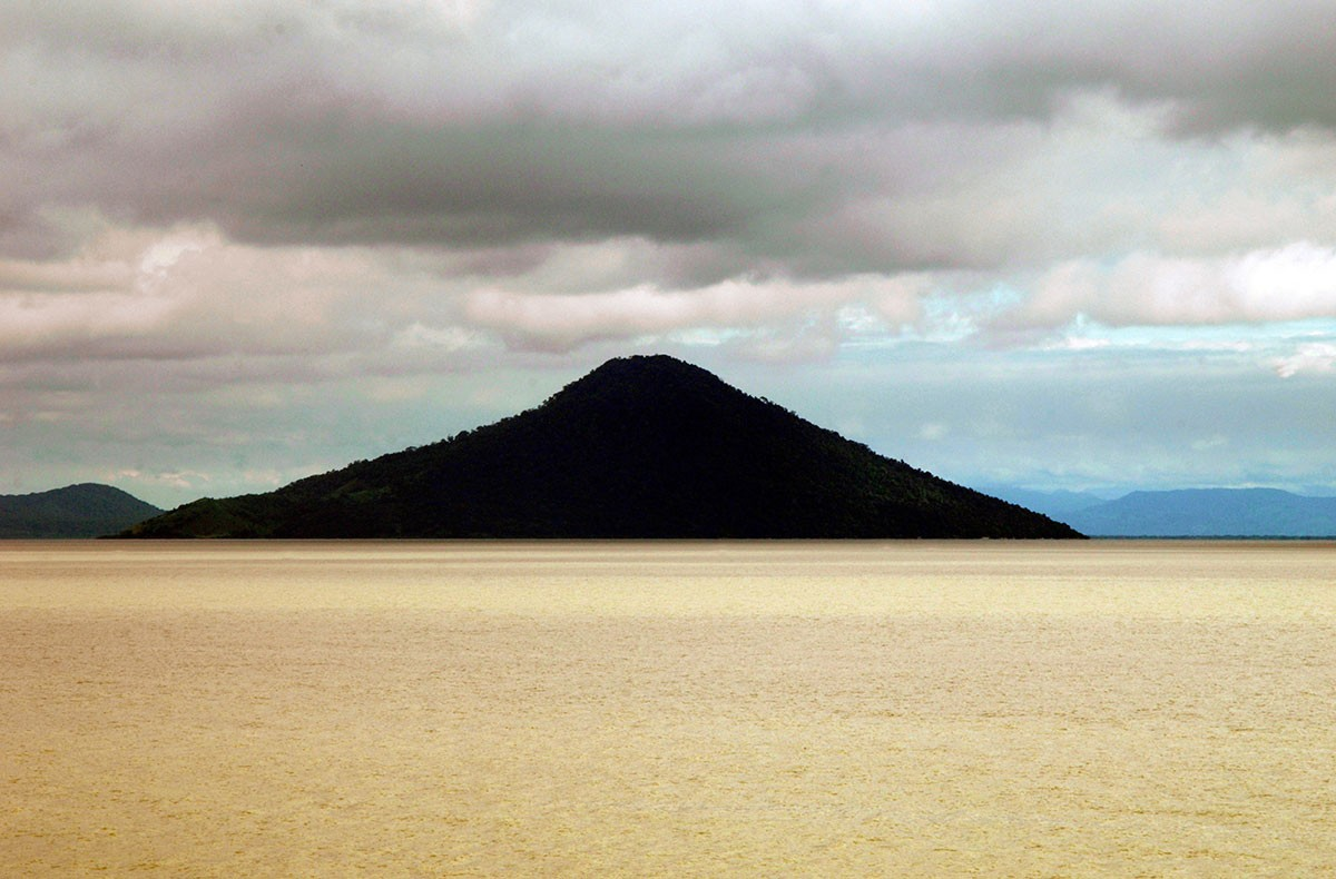 Volcan Momotombo Lago Xolotlan Nicaragua. atardecer.