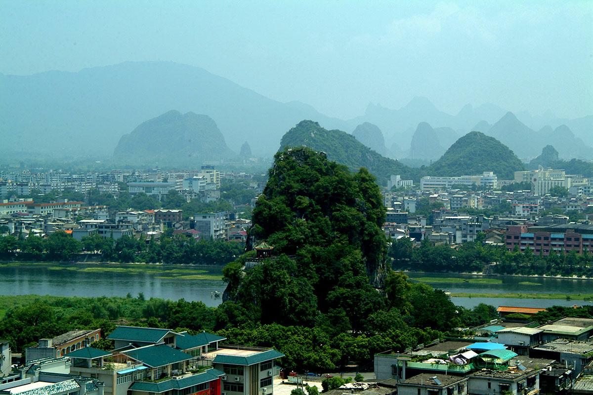 Guilin Una ciudad jardin con un sin fin de bellas cadenas montañosas.