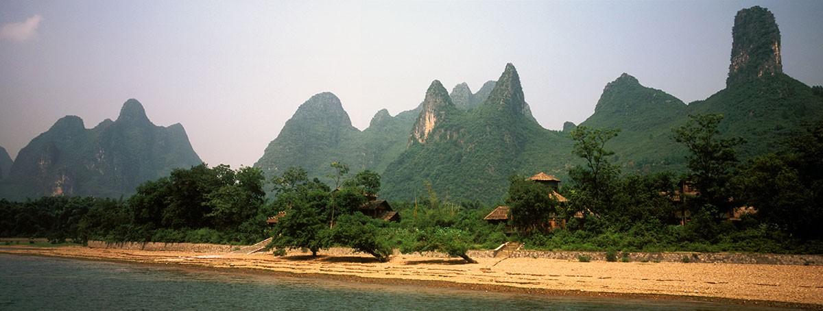 La majestuosidad de las montañas a orilla del Rio Li