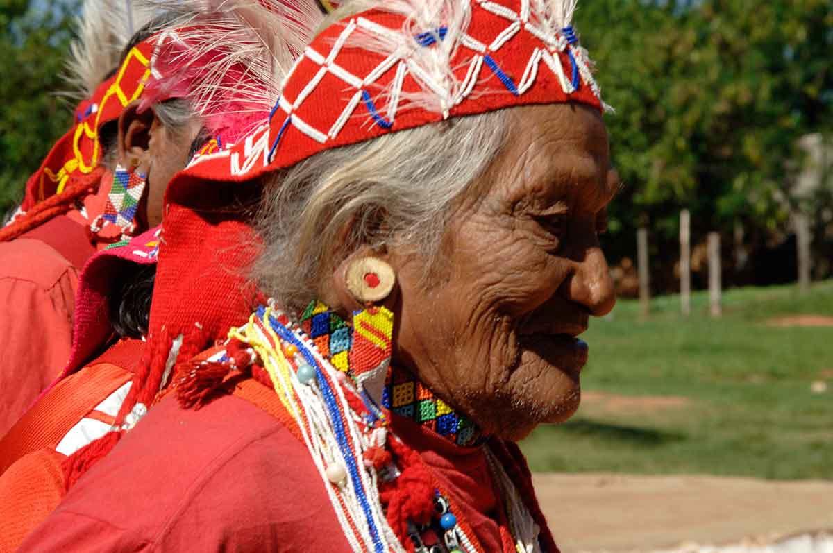 Anciano Maka guarani retrato.