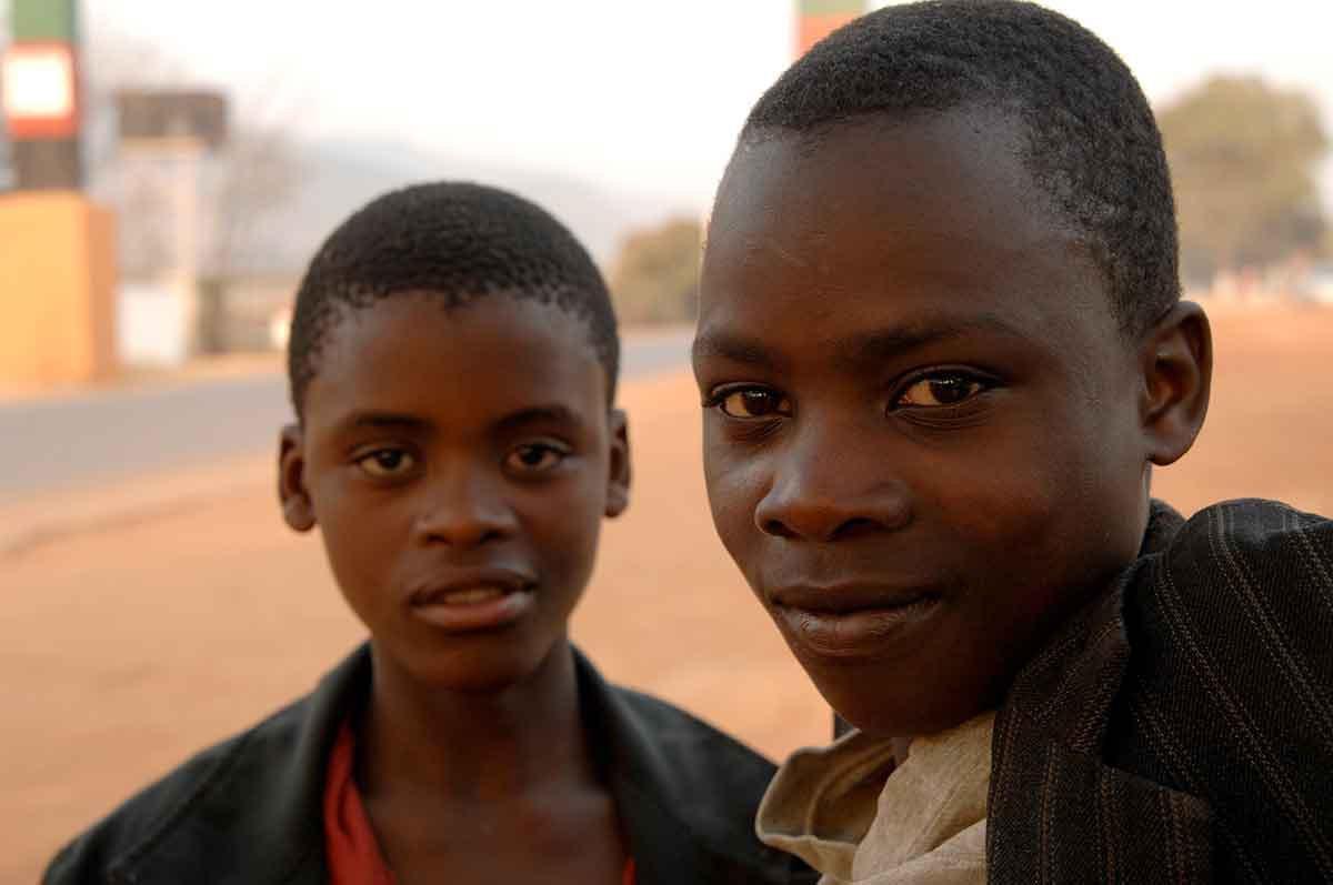 niños en las calles de Lusaka